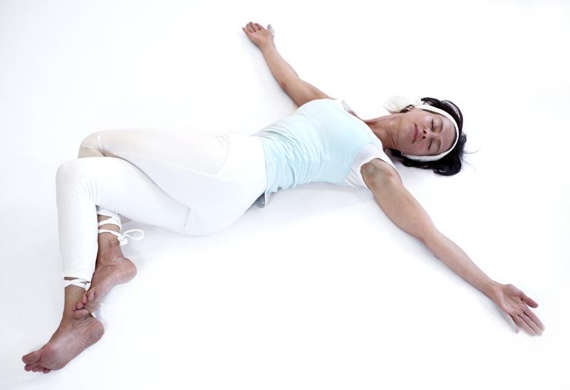 meru udarakunchanasana posture yoga vata yoga&vedas