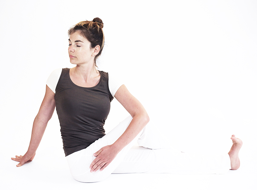 VAKRASANA posture torsion assise
