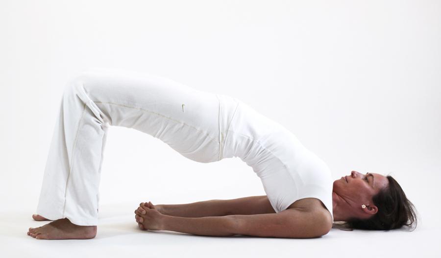 ardha setu bhandasana posture ouverture bassin yoga&vedas