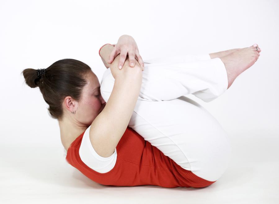 postures pitta ayurveda yoga feriel pavanmuktasana vent gazes